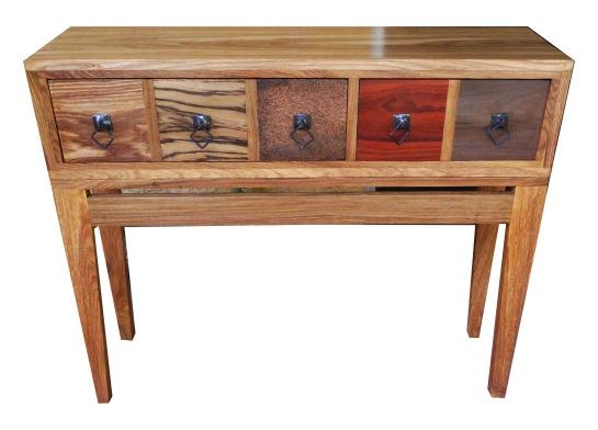 console ngali, structure en bois de veine, tiroirs en bois teck, zingana, ronier, padouk, bété, poignées en fer forgé