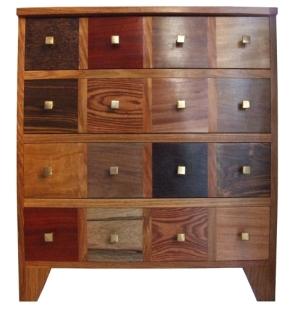 Petit meuble COUMBA 4 tiroirs mais 16 tiroirs apparence