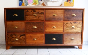 meuble pauline, structure en bois de veine, 6 tiroirs en 12 patchworks de bois précieux : zingana, dimb brûlé, veine, bété, ronier