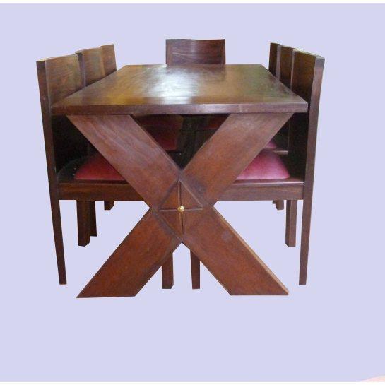 table ferme afrikine, bois sapéli teinté et chaises aissa