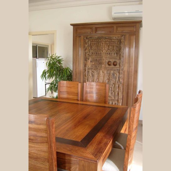 table et chaises séba en bois de veine et wengué