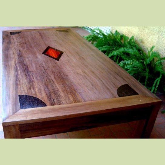 table en bété et décoration multibois, safia