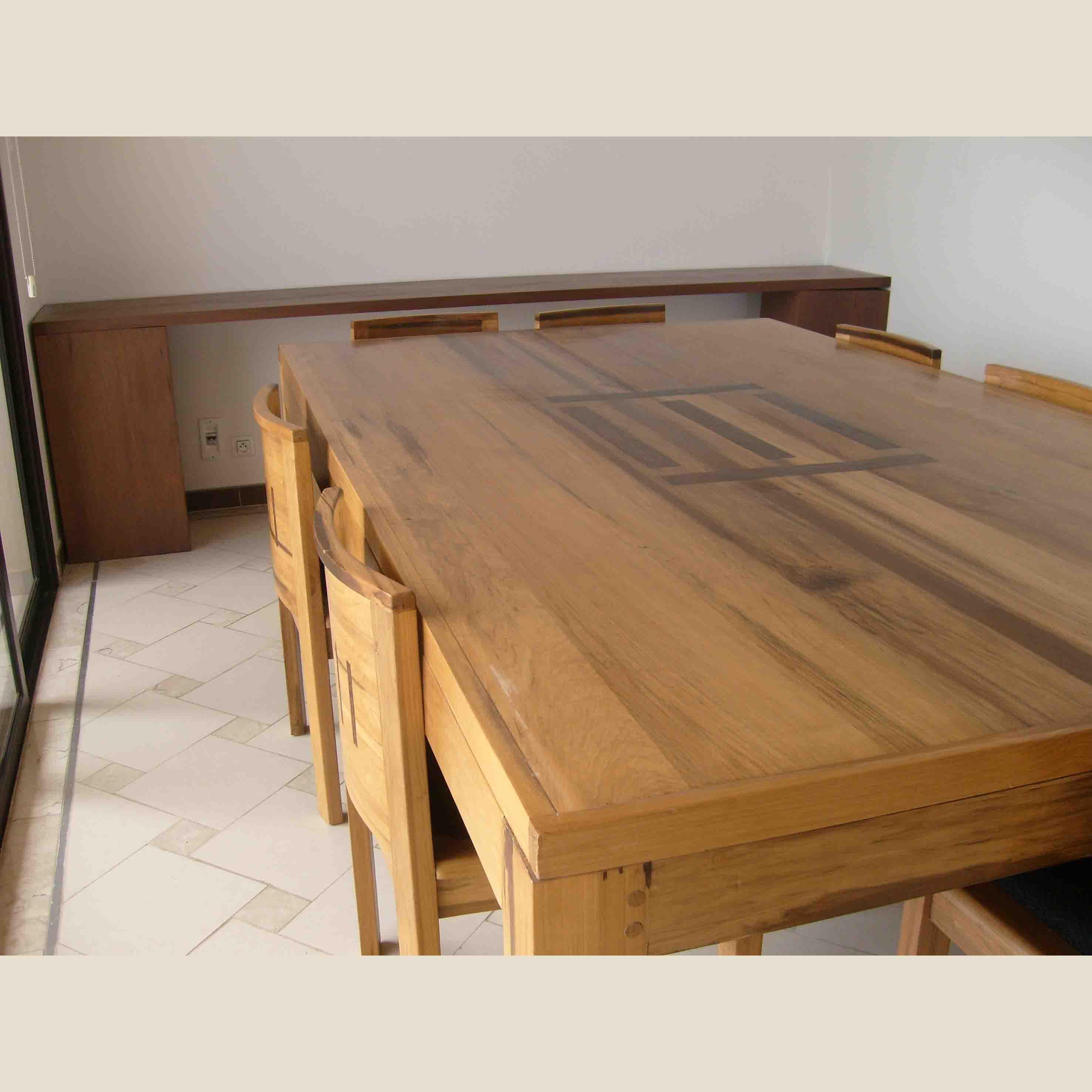 table bénédicte en bois bétéet ronier, fauteuils guédel