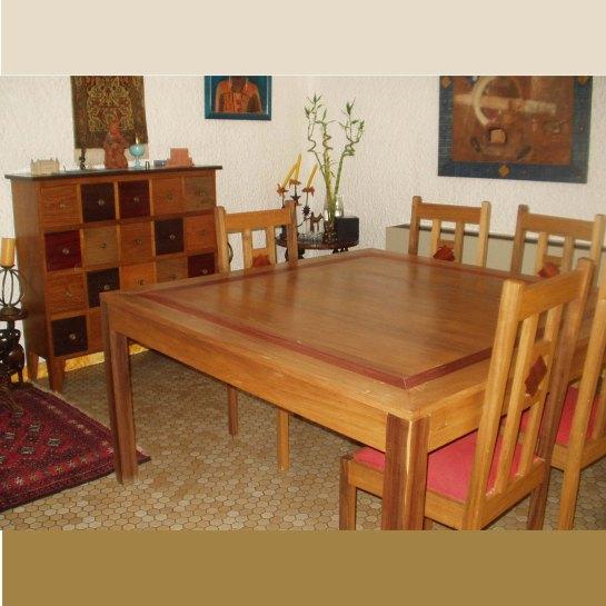 table ouaga carrée et chaises ouaga