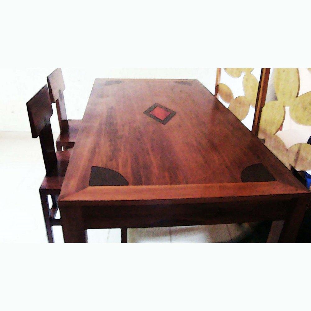 table safia et chaises totem