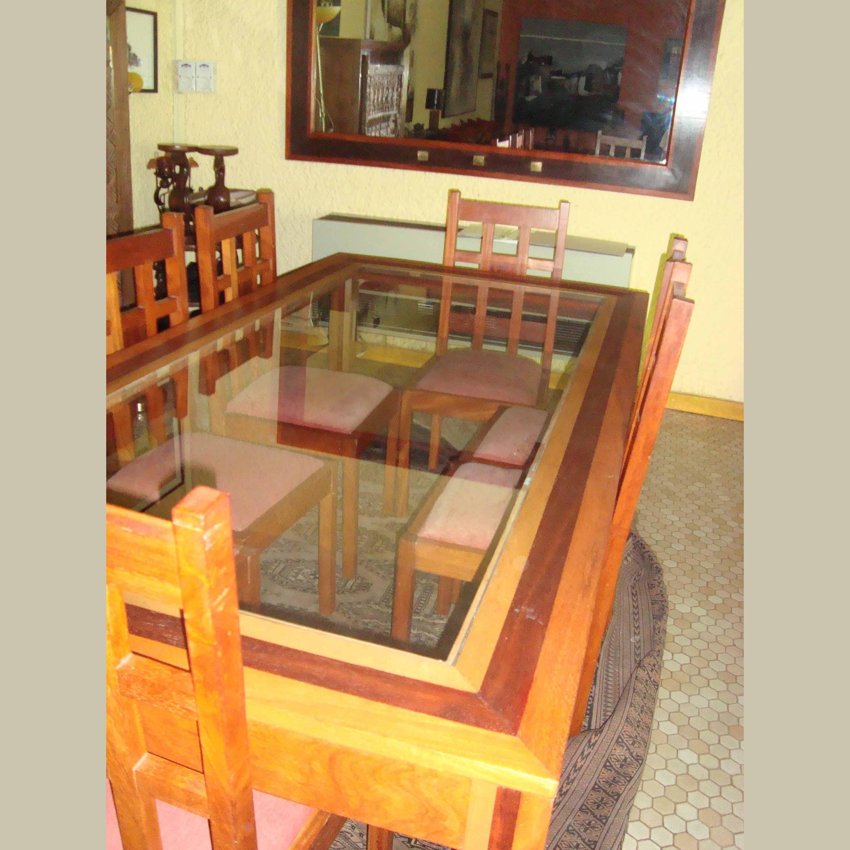 table ouaga verre en bois linké, padouk et verre, chaises ouaga